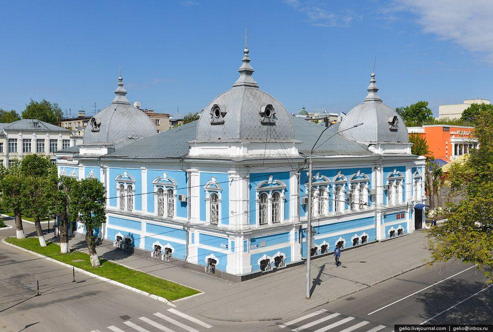 Бывшее здание Духовного училища. Построено в 1870-гг. ...jpg